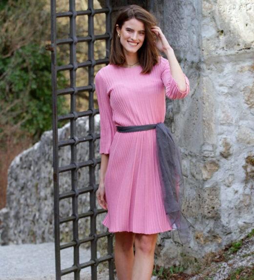 Modna poletna obleka roza barve
