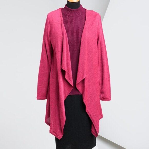 roza pletena jopa na stojalu